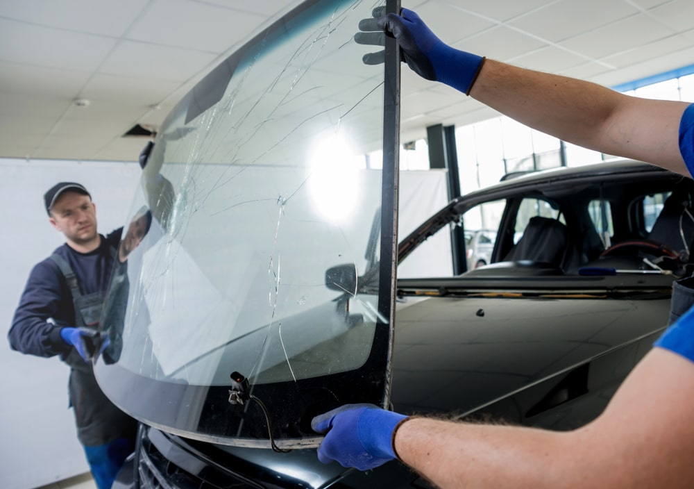 Benefits of professional windshield repair service