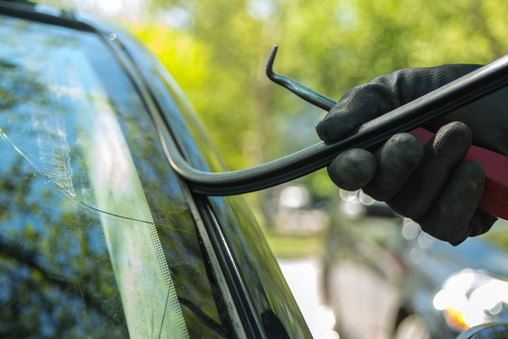 Signs your auto glass needs to be repaired or replaced